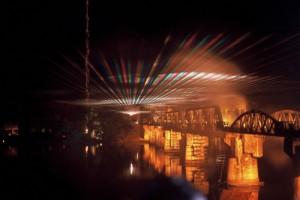 Kanchanaburi viaducto de noche